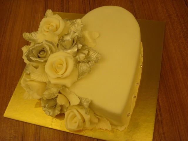 Kalp gümüş güllü pasta - Elan Pastanesi