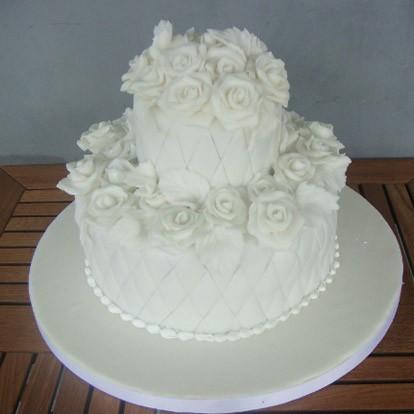 İki Katlı Beyaz Güllü  - Elan Pastanesi