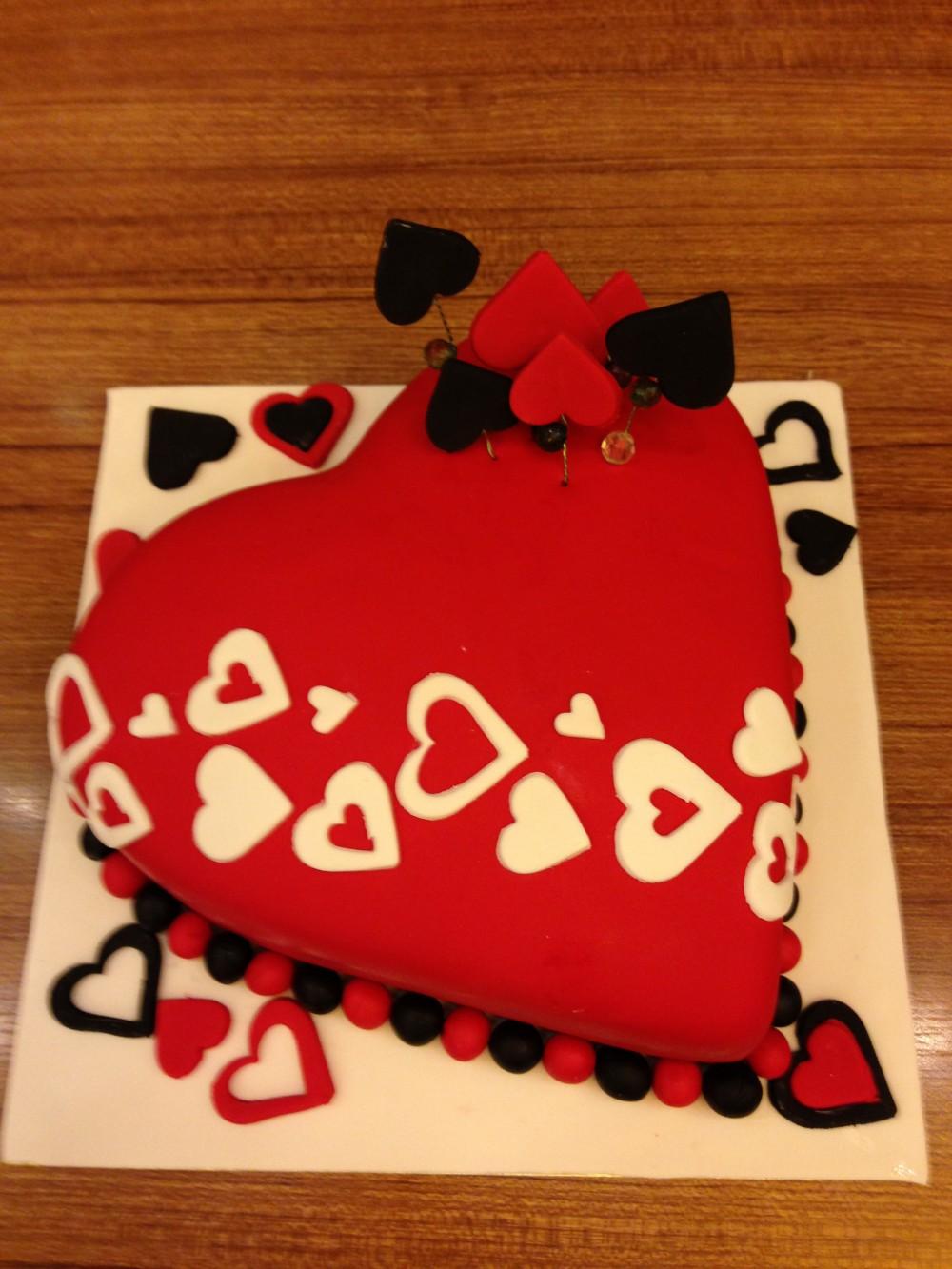 kırmızı kalpli pasta - Elan Pastanesi