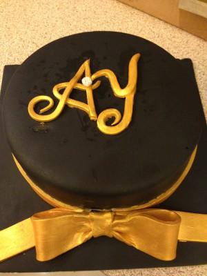 Varak sarı kurdereli pasta siyah